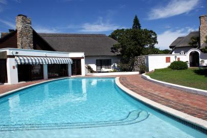 Whale Rock Lodge - Pool